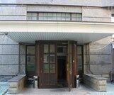 Офис 260 кв.м расположен на первом этаже элитного жилого комплекса. Р
