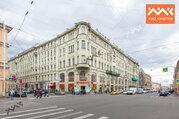 Угловая квартира с эркером на пересечении трёх улиц.