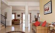 850 000 €, Шикарная 5-спальная вилла с панорамным видом на море в регионе Пафоса, Продажа домов и коттеджей Пафос, Кипр, ID объекта - 503913360 - Фото 15