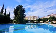 Впечатляющий трехкомнатный апартамент с большой верандой в Пафосе - Фото 3