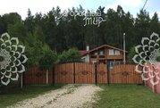 Дом в деревне, в закрытой коттеджной застройке.