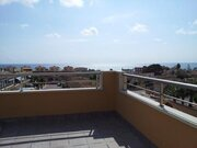 Дом с видом на море и собственным бассейном на участке в Торревьехе