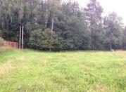 Земельный участок в деревне со всеми коммуникациями.