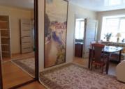 В центре 2-х комнатная квартира, уютная, чистая, сдается на длительный .