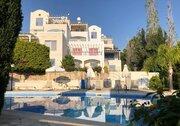 Шикарный трехкомнатный апартамент с панорамным видом на море в Пафосе
