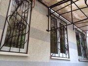 Продается двухкомнатная квартира в Ялте по улице Екатерининская.