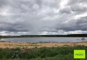 Участок в живописном месте на берегу озера