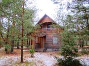 В лесном массиве, крайний к лесу, расположен бревенчатый дом - Фото 2