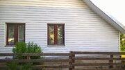 Продаётся дом с баней на участке 12 соток в посёлке у озера. - Фото 1