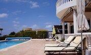 850 000 €, Шикарная 5-спальная вилла с панорамным видом на море в регионе Пафоса, Продажа домов и коттеджей Пафос, Кипр, ID объекта - 503913360 - Фото 6