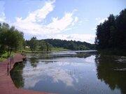 Уникальный лесной участок у воды с панормными видами 10 км. от МКАД - Фото 1