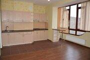Продам трехкомнатную квартиру на улице Платановая 1, Алушта. - Фото 1