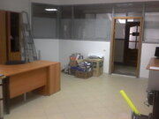 Помещение на первом этаже офисного здания, 450р/кв.м. Район Малыша - Фото 1