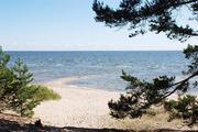 Участок у озера с песчаным пляжем
