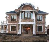 Современный проект дома в 300 кв.м. с двойным светом в .