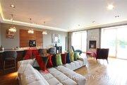 Квартира с авторским дизайном, террасой и панорамными видами на город
