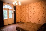 Продам просторную 3-х комнатную квартиру в центре города на 3-м этаже .