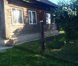 Рубленный дом в жилой деревне