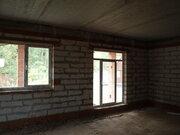 Продается в закрытом кп у воды крайний к лесу дом под отделку - Фото 1