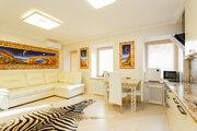 Предлагается квартира с дизайнерским ремонтом в историческом центре.