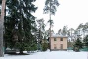 Меблированный коттедж площадью 300м2 среди сосен.20,5 соток. - Фото 1