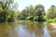 Участок на берегу речки в жилой деревне - Фото 2