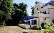 Трехкомнатный апартамент с большой террасой и рядом с морем в Пафосе